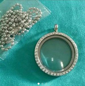 Jewelry - Rhinestone Memory Locket