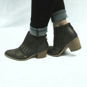 Qupid Shoes - Cut Out Detailed Ankle Booties