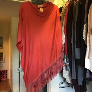 Long coral poncho with fringe