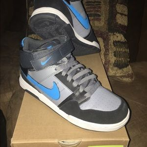 Nike Other - Nike Morgan Mid 2 size 6 youth