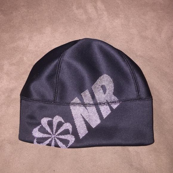Nike reflective NR running beanie hat cap fleece. M 57e07cbcb4188eaa76007d2c a5d328ad89c0