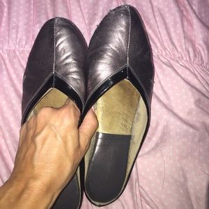 f83150240 Jacques levine Shoes - 2 prs of Jacques Levine slippers - used.