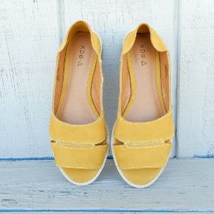 Kelsi Dagger Shoes - Yellow Open Toe Flat