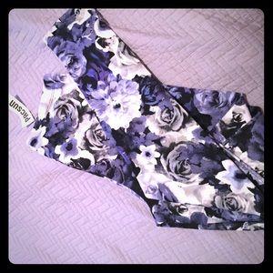 Nollie Pants - Nollie Black and Blue Floral Leggings - Large