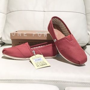 TOMS Classic in Picante Red Canvas
