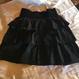 Short black ruffled skirt with elastic waste!
