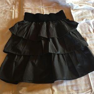 Short grey and black ruffled skirt!