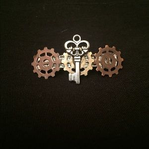 Small Steampunk Industrial Key and Gears Hair Clip