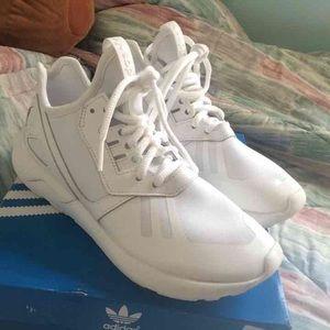Adidas zapatos tubular blanco Brand New  mujer poshmark corredor