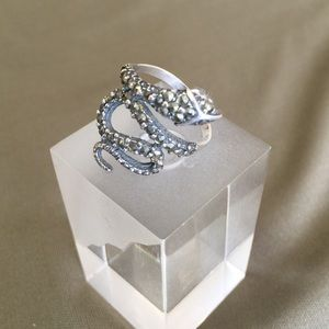 Unique snake ring size 8 w/gemstone