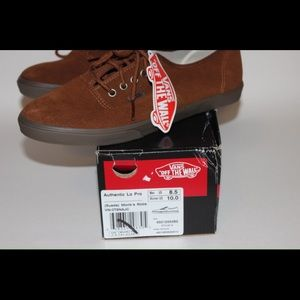 2b76377ed045fc Vans Shoes - VANS Authentic Lo Pro Suede Monks robe NEW!