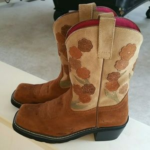 Ariat Shoes - JUST IN. Ariat floral cowboy boots. Size 8.5