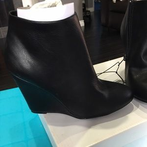 Forever 21 booties Blk new size 6