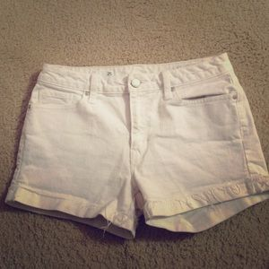 White Gap shorts