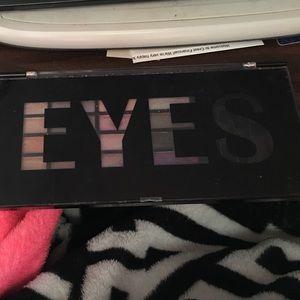 EUC profusion eyes palette  eyeshadow like new