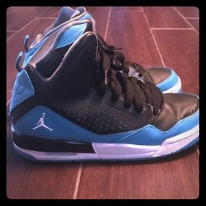 Jordan's size 6.5Y but will fit a women's size 8