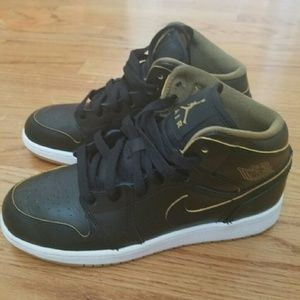 Nike  Shoes - Jordans (boys sz 6)