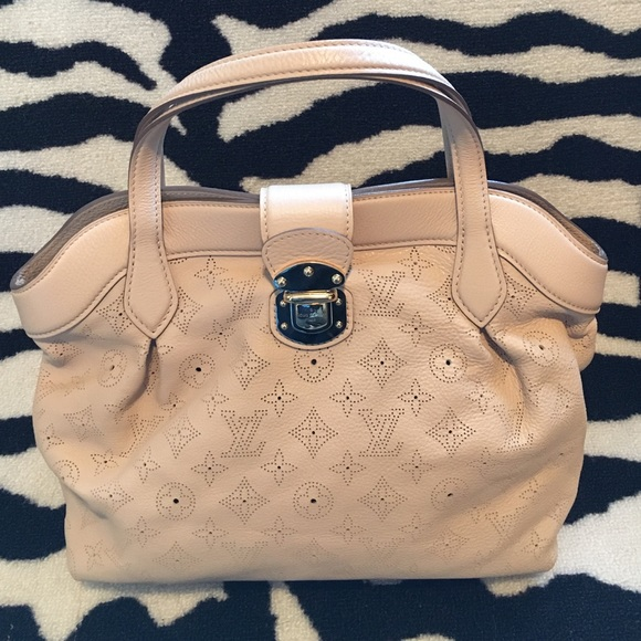 Louis Vuitton Handbags - 🌼AUTHENTIC LV CIRRUS PM MAHINA COQUILLE🌼 e013bc09eadf4