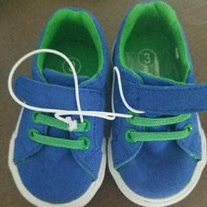 Shoes - Nwt infant sz 3 sneakers