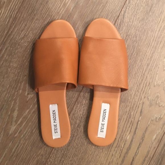 c101fd4bc78 Slidur Steve Madden sandals. M 57e32f0ea88e7d45d601f03e