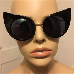 Glossy classic cats eye sunglasses sunnies pointy