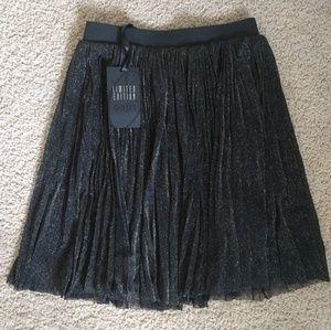 Oasis Black Gold Pleated Skirt US4