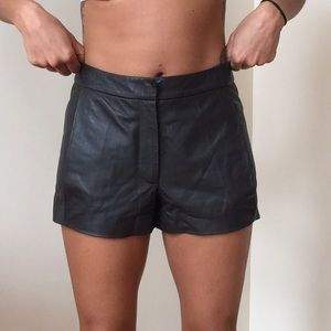 The Row Pants - The Row black lamb skin leather shorts