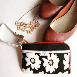Fossil Handbags - Fossil Ivy Natural Floral Wristlet! NWT!
