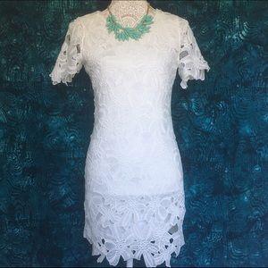 JOA Los Angeles // Floral Lace Dress - white