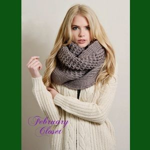 February Closet Accessories - 🎉HOST PICK🎉 5⭐️Rated Chunky Knit Scarf