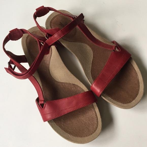 18c82e565ed7 Like new Teva leather sandals. M 57e4549141b4e0feb10072ee