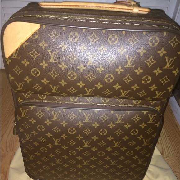 ca8822e025 Louis Vuitton Handbags - Authentic Louis Vuitton Pegase 55 Business