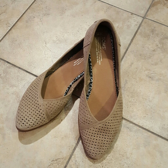 88d290ba97e Toms Jutti Flat. M 57e465c65c12f8f1b0008d43. Other Shoes you may like. Toms  l Flats ...