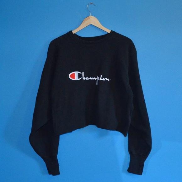 Champion Cropped Logo Sweatshirt Pullover