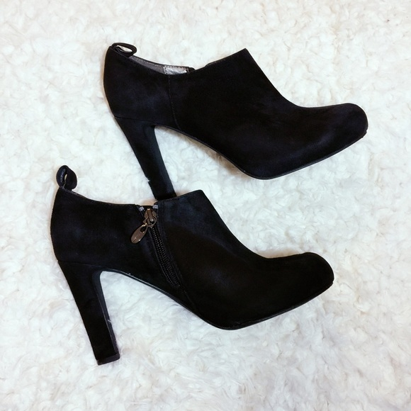 76 tahari shoes tahari black suede boots from