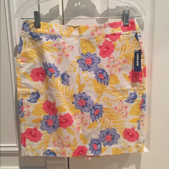 Old Navy Dresses & Skirts - NWT Old Navy Floral Skirt