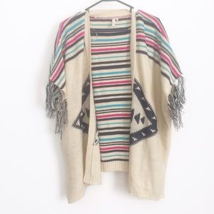 Sweaters - Large open sweater w Aztec print