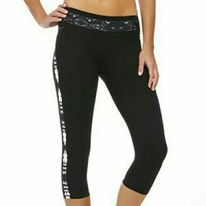 Fabletics Pants - Graphic Print Black Capri Leggings