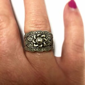 Jewelry - Gorgeous Antique Silver Flower Ring