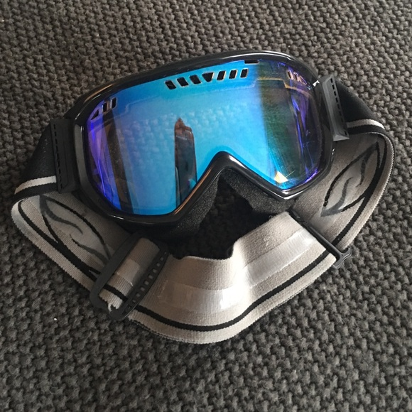 26aa77de3a3 Burton Accessories - Smith Optics Snow Goggles