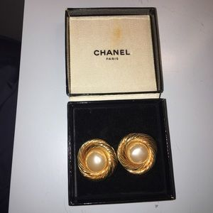 Vintage CHANEL clip on earrings AUTHENTIC