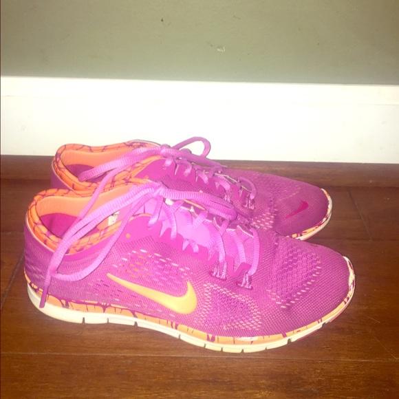 d3d9940aa895 Fuschia Nikes running shoes with orange swoosh 8. M 57e575612ba50ab9b300413d