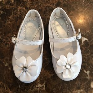 Gymboree Other - White rhinestone flower flats