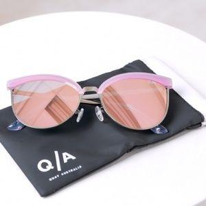 Quay Australia Accessories - NBF ❤️ Quay Australia Stardust Pink Sunglasses