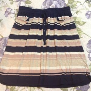 Skirt with pockets! Drawstring waist.