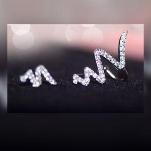Jewelry - ✨New!✨White Lightening Earcuff Set