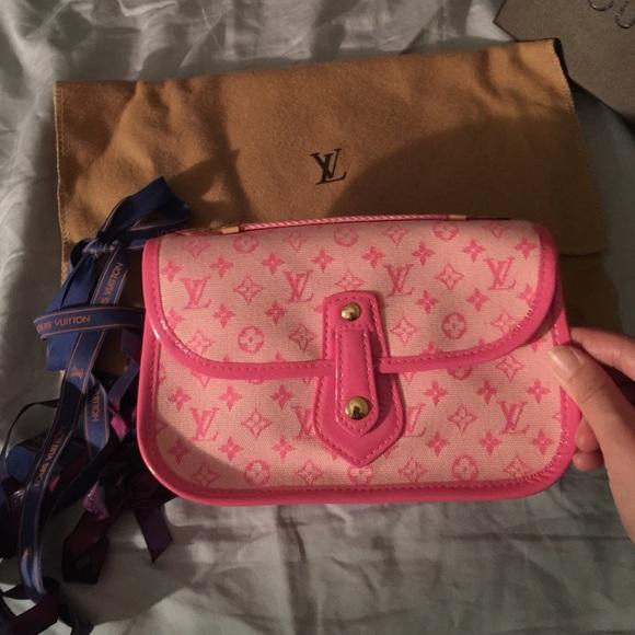 bbb65f272f9e Louis Vuitton Handbags - Mini Lin Louis Vuitton Mary Kate Trousse Pochette