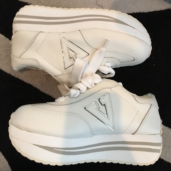 Volatile Platform Sneakers Size 5