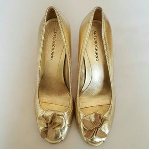 Arturo Chiang Shoes - 👠MUST GO👠Arturo Chiang Zita Gold Leather Heels