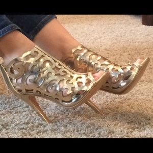 N.Y.L.A. Shoes - NWOT-N.Y.L.A.-size 7, gold scroll cutout heels